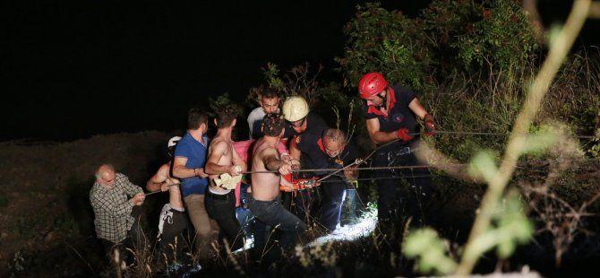 Otomobil baraj göletine devrildi: 2 yaralı