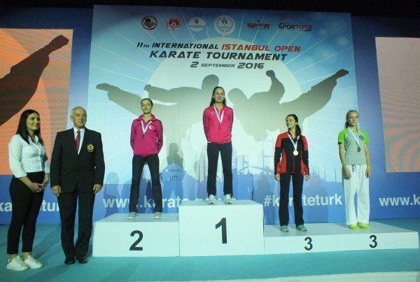 Kağıtsporlu karateciler İstanbul Open'da kürsüye çıktı