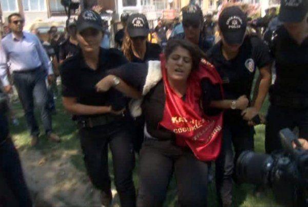 Gösteri yapmak isteyen 3 kişi gözaltına alındı