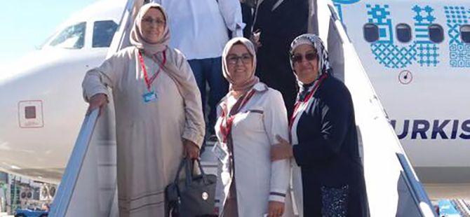 Milletvekili Katırcıoğlu annesiyle hacı oluyor