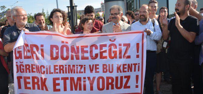 """KOÜ'den ihraç edilen akademisyenler:""""Geri döneceğiz"""""""