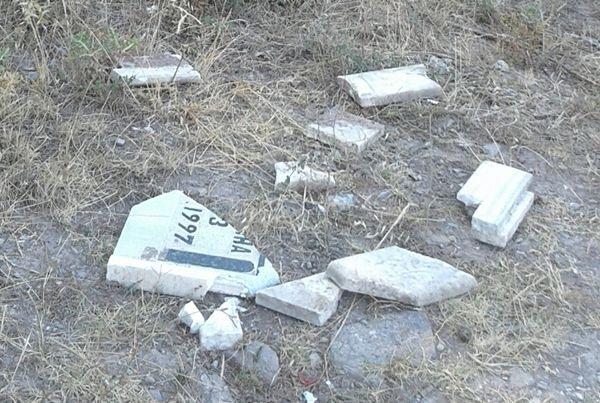 Körfez Mezarlığı'ndakırılan mermerler
