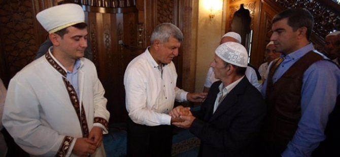 Başkan Karaosmanoğlu bayramını Yuvacık'ta geçirdi