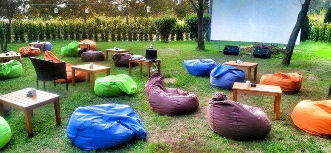 Seka Sahil Restoran'da film keyfi sürüyor