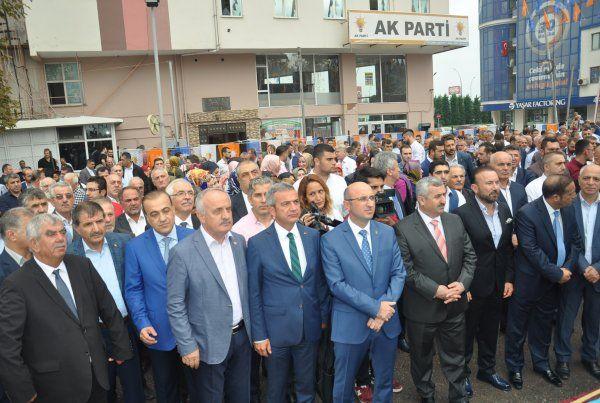 AK Parti, yağmura yakalandı