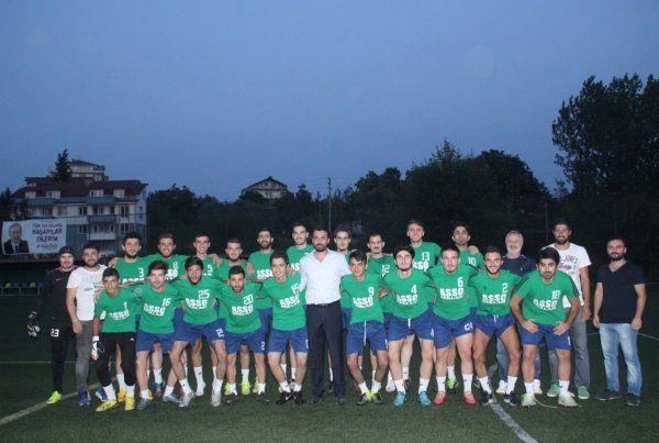 Derince TEK Spor'da yeniyönetim futbolcularla tanıştı