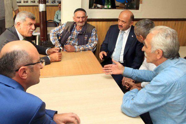 Bakandan Karaosmanoğlu ailesine bayram ziyareti