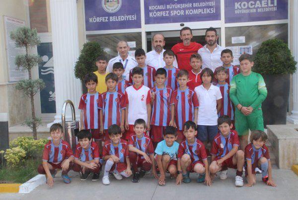 Trabzonspor Futbol Okulu'nun yüzme keyfi