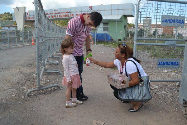 FETÖ tutukluları aileleri ile görüştü