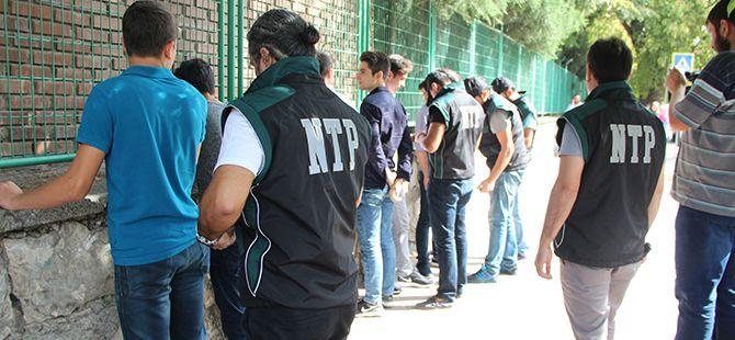 Narkotimler okul önlerinde zehir tacirlerine göz açtırmadı