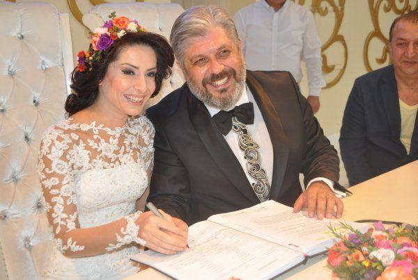 Oyuncu Aydın Sigalı, İzmit'te evlendi