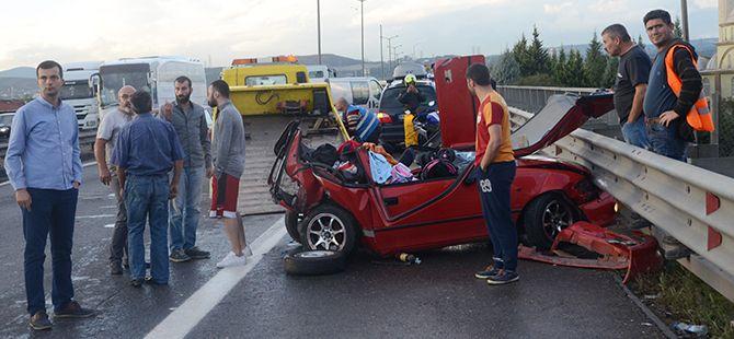 Yarış yapan sürücünün çarptığı otomobilden inanılmaz kurtuluş