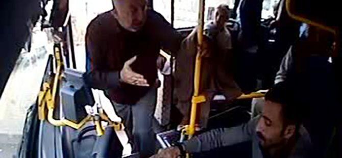 Halk otobüsü sürücüsünün bıçaklanma anı kamerada