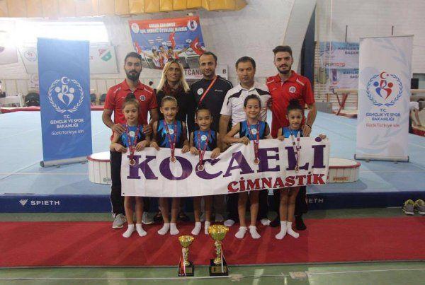 İzmit Belediyesporlu jimnastikçiler Türkiye 3'ncüsü oldu