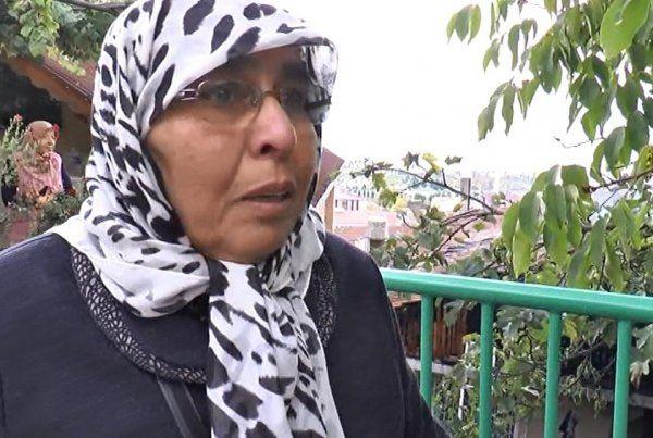 Yaşlı kadın yanan evini gözyaşları içinde izledi