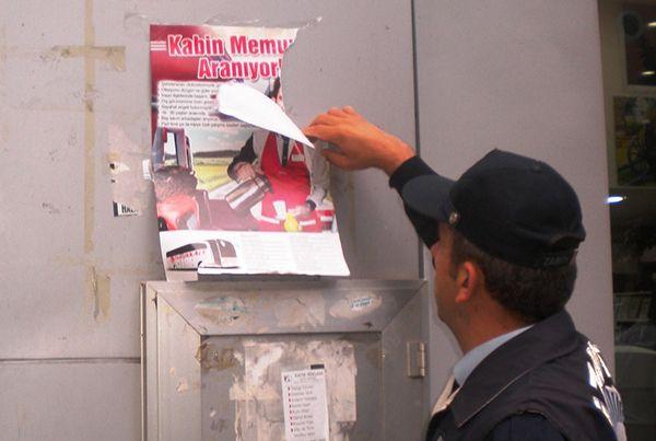 İzmit Zabıtası'ndan afiş kirliliğine ceza