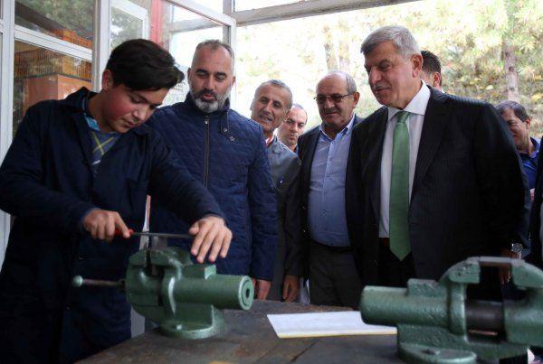 """Başkan Karaosmanoğlu, """"Meslek liseleri Türkiye'nin göz bebeğidir"""""""