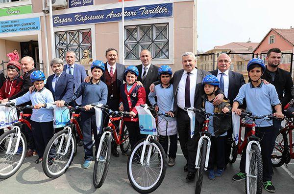 Herekeli öğrencilere bisikletleri teslim edildi