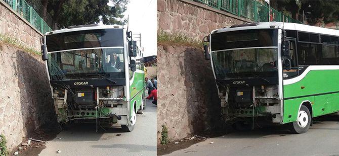 Halk otobüsü duvara çarptı: 4 yaralı