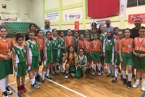 U11 Basketbolda İzmit Belediye şampiyon oldu