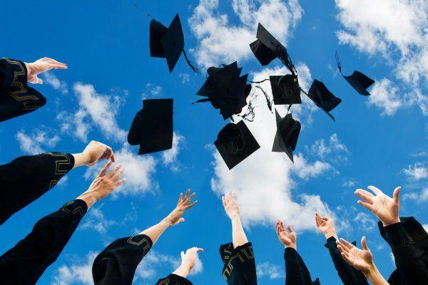 Genç mühendisler diploma alıyor