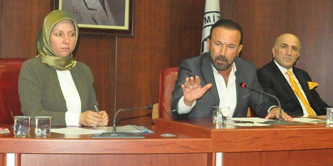 """İzmit Belediye Meclis toplantısı gergin geçti: """"Sizi gençlere şikayet edeceğim"""""""