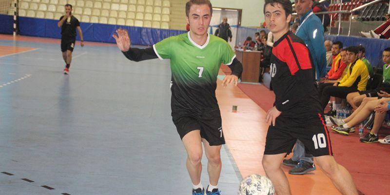 Liseli genç erkekler hentbolda yarı finalistler belli oldu