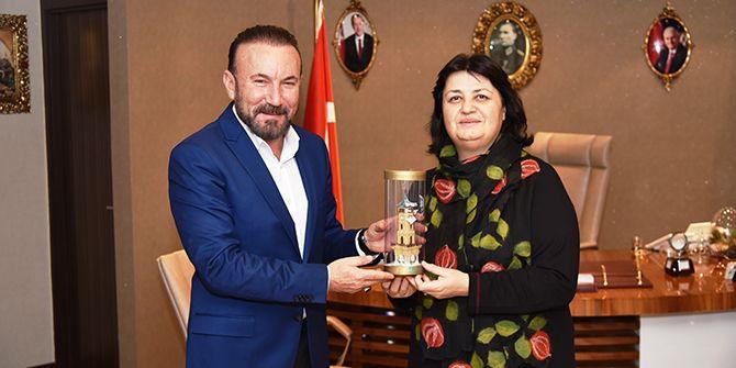 Dr. Sadık Ahmet'in eşinden Doğan'a ziyaret