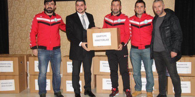 Kartepe'de kulüplere spor malzemesi yardımı