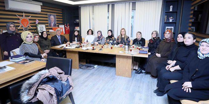 Başkan Karaosmanoğlu, AK kadınlara sürpriz yaptı