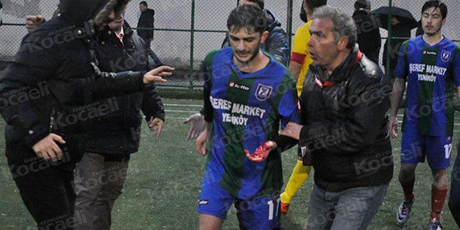 Taraftar, futbolcuyu bıçakladı