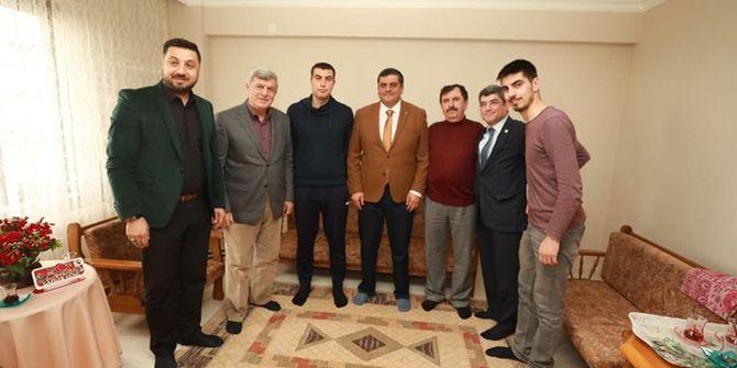 Karaosmanoğlu'ndan Afrin gazisine ziyaret