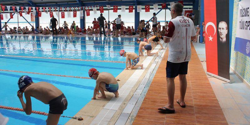 Gölcük'te yüzme yarışları