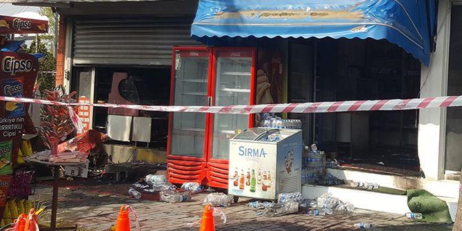 Halkevi'ndeki 2 iş yerinde yangın çıktı