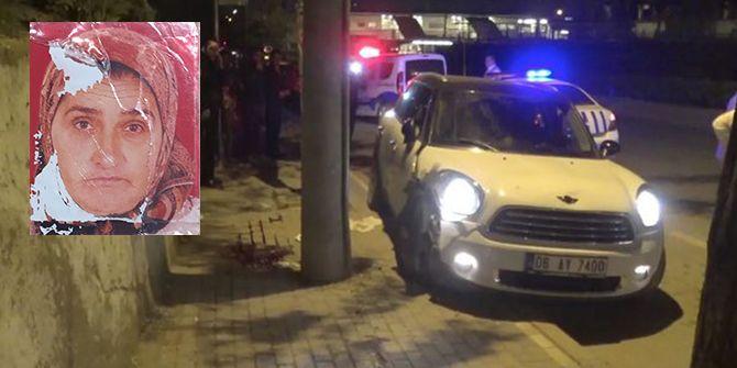 Kaldırıma çıkan otomobil mendilci kadına çarptı