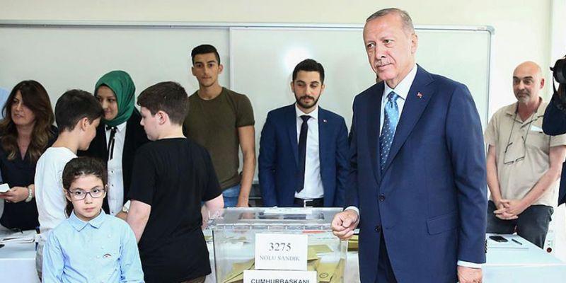 Erdoğan kendi sandığından birinci çıktı