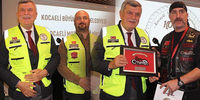 Karaosmanoğlu, motosiklet tutkunlarıyla bir araya geldi