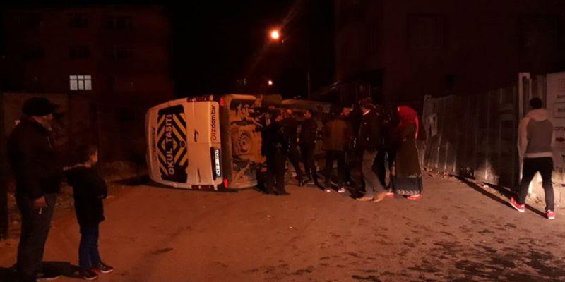 Servisle otomobil çarpıştı: 4 yaralı