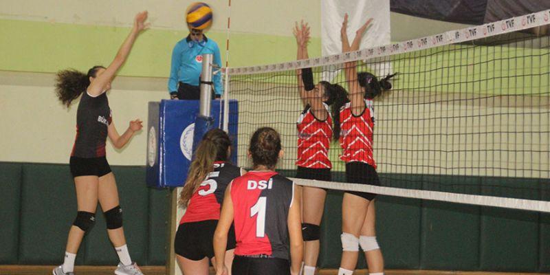 Genç kızlarda DSİ Spor galip