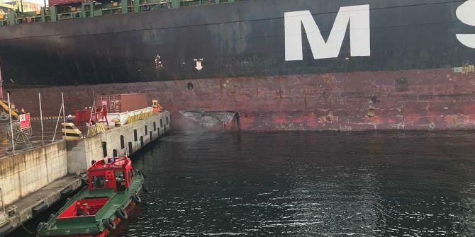 Gemi rıhtıma çarptı, yakıt denize sızdı
