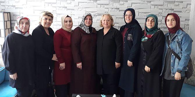 AK Kadınlar'dan vefa ziyaretleri