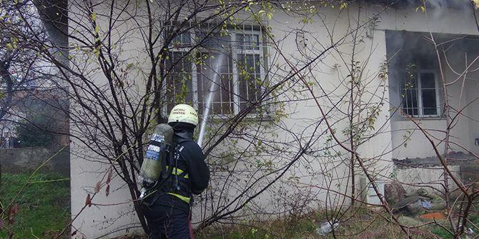 Mahalledeki 2 evde aynı anda yangın çıktı