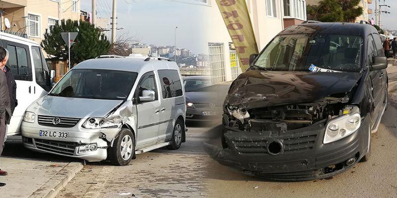 Kaza yapan araçlar yayaları ezdi