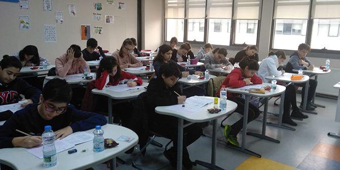 Bahçeşehir'in sınavında yüzlerce öğrenci ter döktü