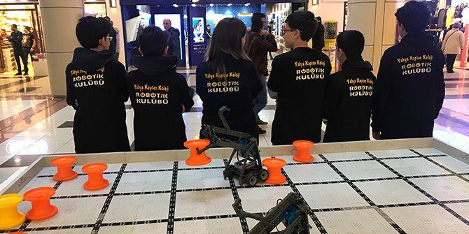 Yahya Kaptan Koleji öğrencileri robotlarla tanıştırdı
