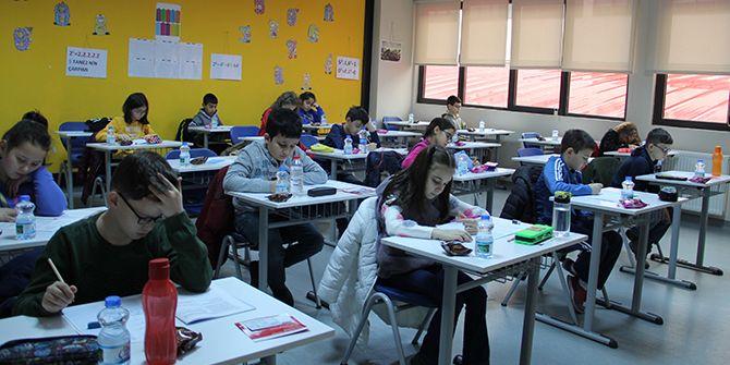 Bahçeşehir'de okumak isteyenler sınavda ter döktü