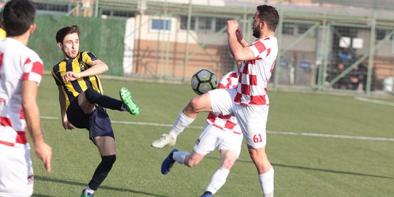 Karamürsel-Değirmendere maçı Başiskele Stadı'nda