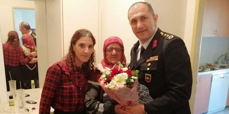 Şehit uzman çavuşun ailesini ziyaret etti