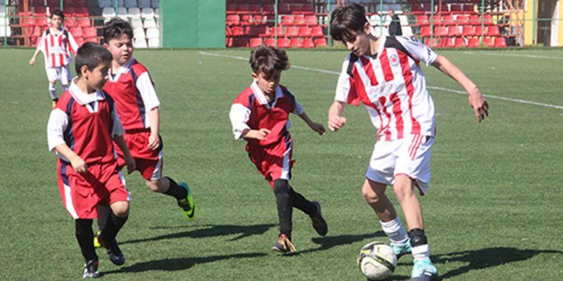 Küçükler futbol gollü başladı