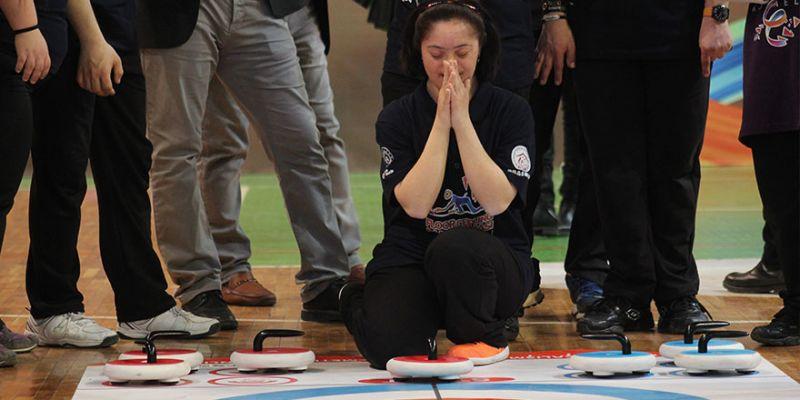 Floorcurling turnuvasında kıyasıya yarıştılar
